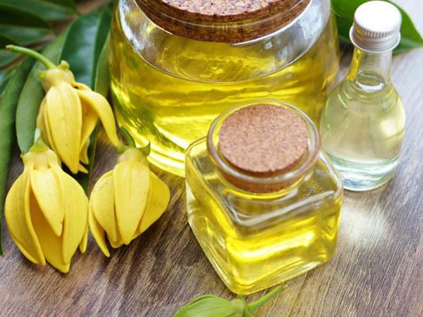 น้ำมันหอมระเหยกระดังงา (Ylang Ylang Essential Oil)